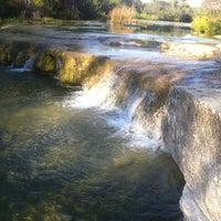Foto tirada no(a) Bull Creek Greenbelt por Elise B. em 10/10/2012