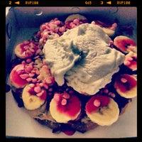 Foto tomada en Waffle Edem por Selin O. el 2/10/2013