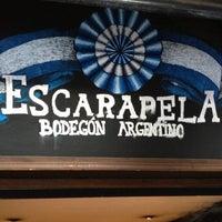 Das Foto wurde bei Escarapela, Bodegón Argentino von Koronel T. am 11/19/2012 aufgenommen
