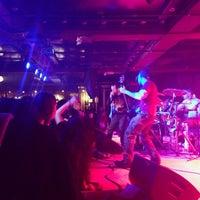 รูปภาพถ่ายที่ The Marlin Room at Webster Hall โดย Chris R. เมื่อ 12/29/2013