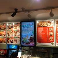 Foto tirada no(a) Upper West Side Falafel por Turgay P. em 10/16/2012