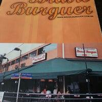 Foto tirada no(a) Brasil Burger por Valeria F. em 2/24/2013