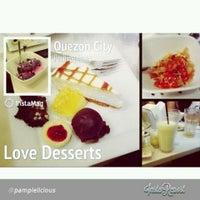 Снимок сделан в Love Desserts пользователем Abby C. 10/5/2013