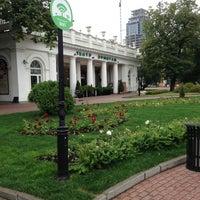 Foto diambil di Hermitage Garden oleh Светлана pada 7/14/2013