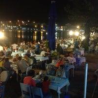 8/13/2013 tarihinde Taner Yaşyerliziyaretçi tarafından Hüsnü'nün Yeri Balık Lokantası'de çekilen fotoğraf