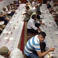 Foto tirada no(a) Santral Mustafa Avni Camii por Salih K. em 6/26/2014