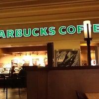 Снимок сделан в Starbucks пользователем Kevin P. 12/12/2012
