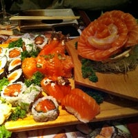 Foto tirada no(a) Sashiburi Sushi House por Marcelo G. em 10/2/2012