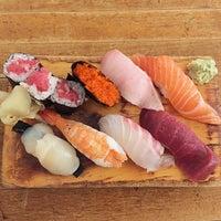 Foto tomada en Tomoe Sushi por Ken el 10/8/2014