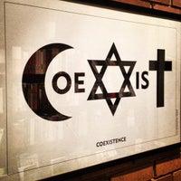 Foto scattata a Holocaust Museum Houston da Simon Taylor A. il 12/4/2012