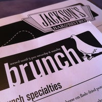 Foto tomada en Jackson's Bar & Bistro por Sophia el 11/17/2012