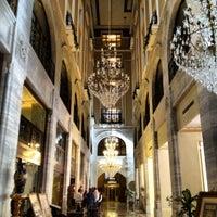 Das Foto wurde bei Legacy Ottoman Hotel von Emir H. am 10/13/2012 aufgenommen