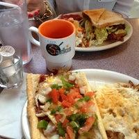 Foto scattata a Sarkis Cafe da Peter K. il 2/9/2013