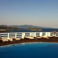 Foto tirada no(a) Kivo Art Hotel & Suites Skiathos por Dimitris M. em 6/10/2013