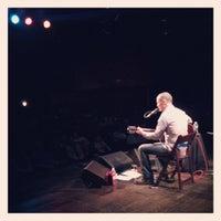 รูปภาพถ่ายที่ Eddie Owen Presents at Red Clay Theatre โดย Rhiannon C. เมื่อ 3/10/2013