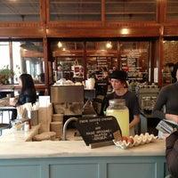 1/13/2013 tarihinde Tarek P.ziyaretçi tarafından Smith Canteen'de çekilen fotoğraf