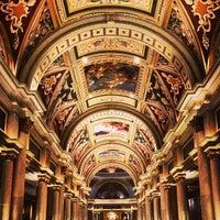 Foto scattata a Venetian Resort & Casino da Paul C. il 5/22/2013