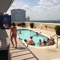 รูปภาพถ่ายที่ Magnolia Hotel โดย Rory F. เมื่อ 6/14/2013