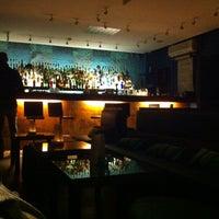 Das Foto wurde bei CINCO Lounge von Pedro R. am 12/5/2012 aufgenommen