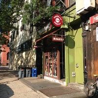 Foto tirada no(a) Tompkins Square Bagels por Jacqueline B. em 7/18/2013