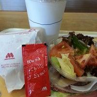 Photo prise au MOS Burger par Jenny Cheong 张. le8/5/2013
