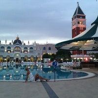 Foto tirada no(a) Venezia Palace Deluxe Resort Hotel por Seda em 6/1/2013