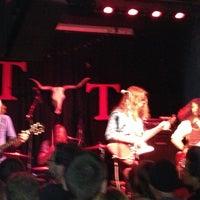 Das Foto wurde bei Tractor Tavern von Pat am 10/13/2012 aufgenommen