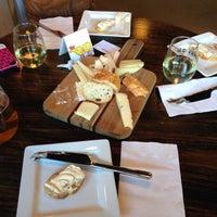 Das Foto wurde bei C'est Cheese von Dennis I. am 10/27/2013 aufgenommen