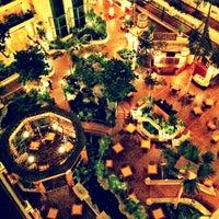 12/16/2012 tarihinde brandonziyaretçi tarafından Embassy Suites by Hilton Santa Ana Orange County Airport'de çekilen fotoğraf