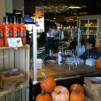 Photo prise au Mariano's Fresh Market par Kelly K. le10/27/2012