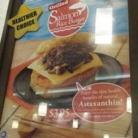 Photo prise au MOS Burger par Sean C. le12/18/2013