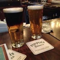 Photo prise au Pippin's Tavern par Nancy R. le12/22/2012