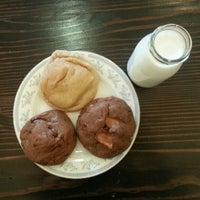 Снимок сделан в Milk Jar Cookies пользователем Vicki M. 4/17/2013