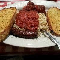 Снимок сделан в Spaghetti Warehouse пользователем Shaun R. 11/29/2012