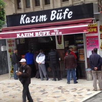 12/13/2012 tarihinde Esraziyaretçi tarafından Kazım Büfe'de çekilen fotoğraf