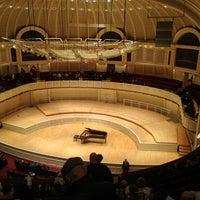 Foto tomada en Symphony Center (Chicago Symphony Orchestra) por Bill A. el 4/7/2013