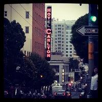 Photo prise au Hotel Carlton par Eve H. le9/13/2013