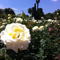 รูปภาพถ่ายที่ El Rosedal โดย Sergio B. เมื่อ 11/3/2012