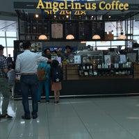 6/17/2016에 Chan K.님이 Angel-in-us Caffee,  at Gate 47 Incheon Intl. Seoul에서 찍은 사진