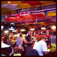Foto diambil di SMall Pub oleh Nika S. pada 4/6/2013