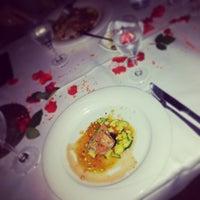 Das Foto wurde bei Mazza Restaurant von Suse K. am 5/19/2013 aufgenommen