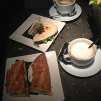 Foto tomada en Pacific Forn Cafè por Ekaterina B. el 9/6/2013