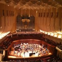 Das Foto wurde bei Louise M. Davies Symphony Hall von Soyoung C. am 10/21/2012 aufgenommen