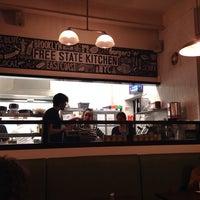 Foto scattata a Free State Kitchen da Kari il 2/22/2014