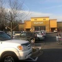 Das Foto wurde bei Walmart von Tanya10312000 am 12/2/2012 aufgenommen
