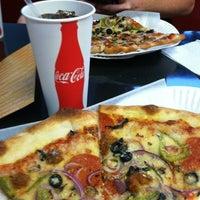 Foto scattata a Long Island Mike's Pizza da Rachel B. il 10/9/2012
