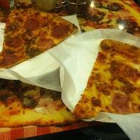 3/1/2013 tarihinde Esteban G.ziyaretçi tarafından Pizza Girls WPB'de çekilen fotoğraf