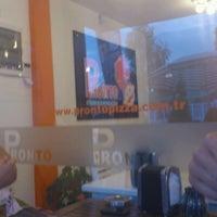 9/16/2012 tarihinde Batuhan R.ziyaretçi tarafından Pronto Pizza'de çekilen fotoğraf