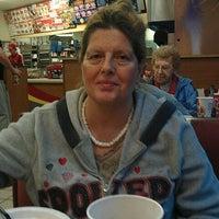 Foto diambil di KFC oleh William D H. pada 12/9/2012
