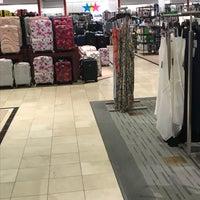 รูปภาพถ่ายที่ Macy's โดย Phil M. เมื่อ 4/11/2018